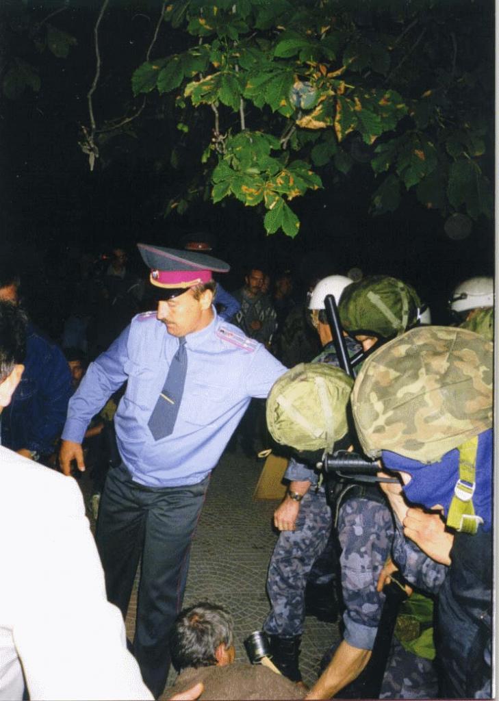 Напад міліції на великий пікет