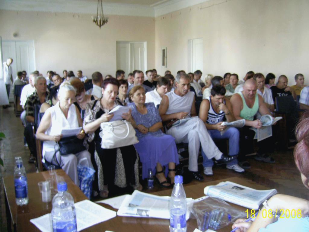 Конференция представителей первичек НПГ шахты ым. М.П.Баракова. Впереди – гости конференции, Краснодон, 2006 г.